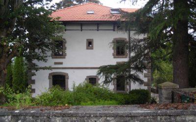 Cubierta y fachada de una casa de indiano en Respaldiza